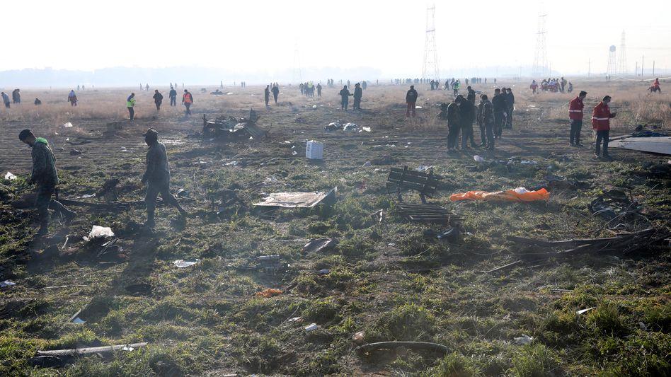 Rettungskräfte am Absturzort: Alle 176 Insassen starben