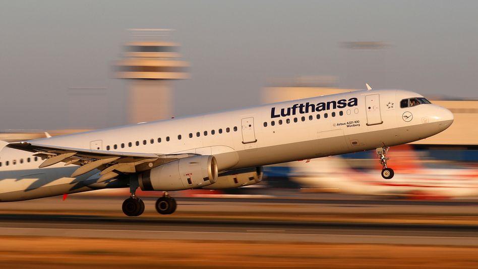 Lufthansa-Flieger am Flughafen in Palma de Mallorca