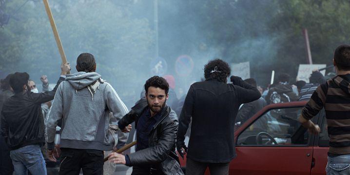 Unbekanntes Iran: Agentin Tamara gerät auch in Demonstrationen von Dissidenten.