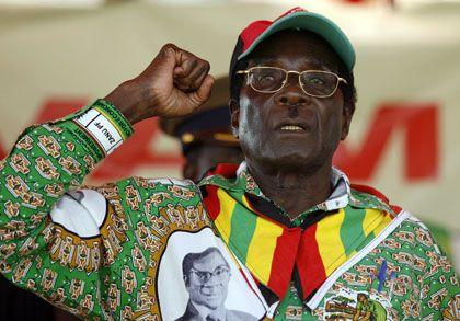 Robert Mugabe im Wahlkampf: Vorwürfe gegen Mitarbeiter der Wahlkommission