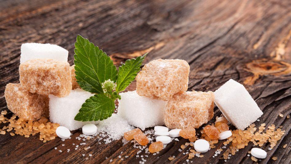 Verschiedene Arten von Zucker und Süßstoffen