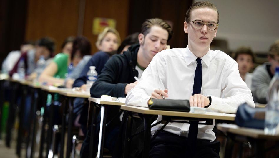 Französische Schüler im Abitur: Deutsch wird künftig weniger unterrichtet