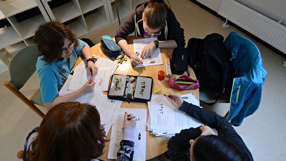 Schüler am Landesgymnasium für Hochbegabte (in Schwäbisch Gmünd)