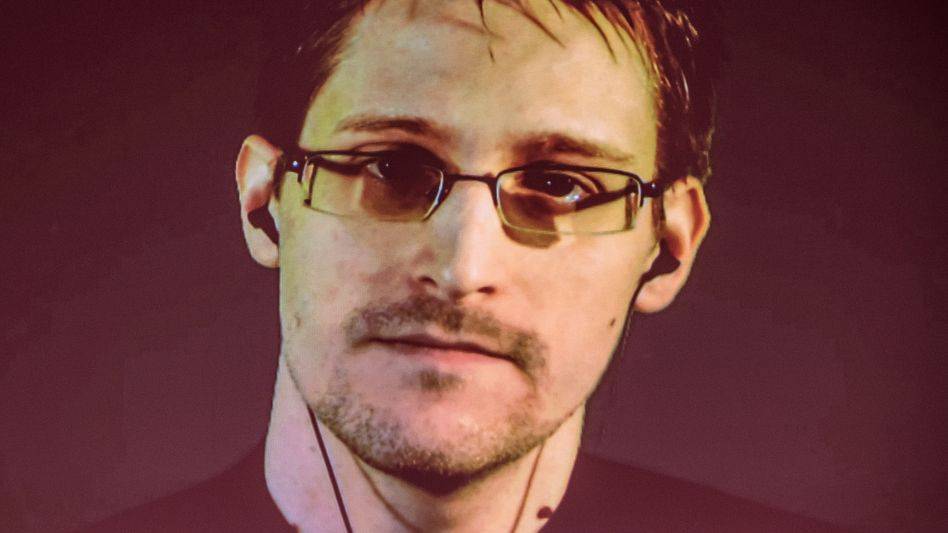 Edward Snowden (bei einer Videoliveschalte auf der Cebit 2015)