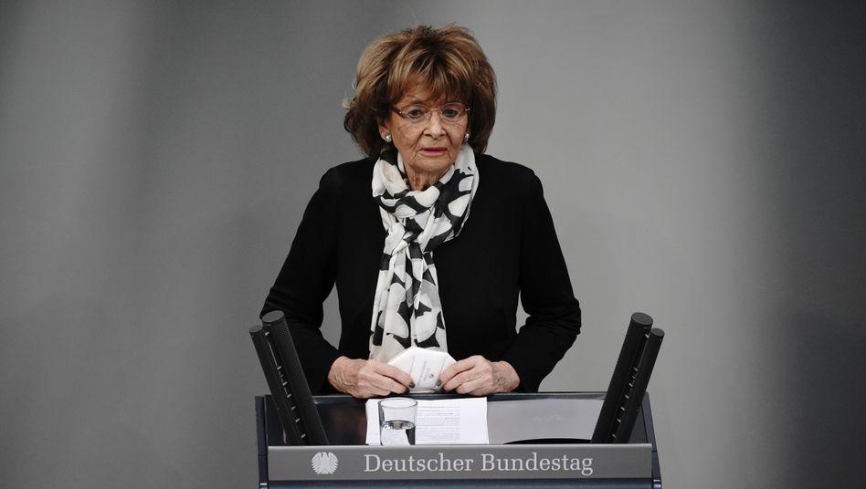Charlotte Knobloch, Präsidentin der Israelitischen Kultusgemeinde München und Oberbayern, bei ihrer Gedenkrede im Bundestag