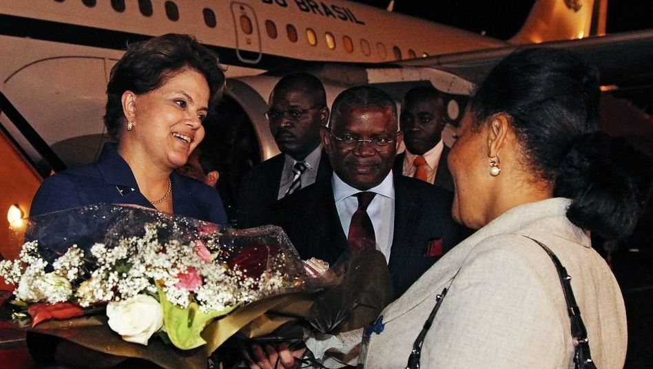 Rousseff in Angola