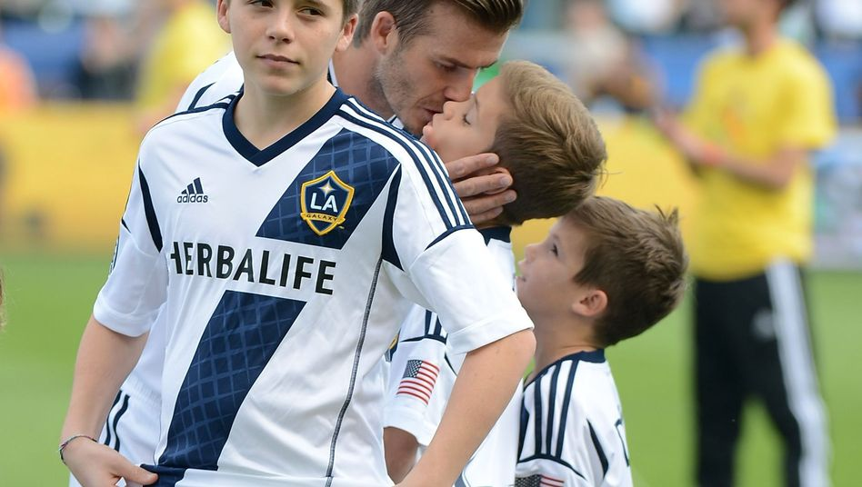 Brooklyn Beckham mit Vater und Brüdern: Training bei ManUnited
