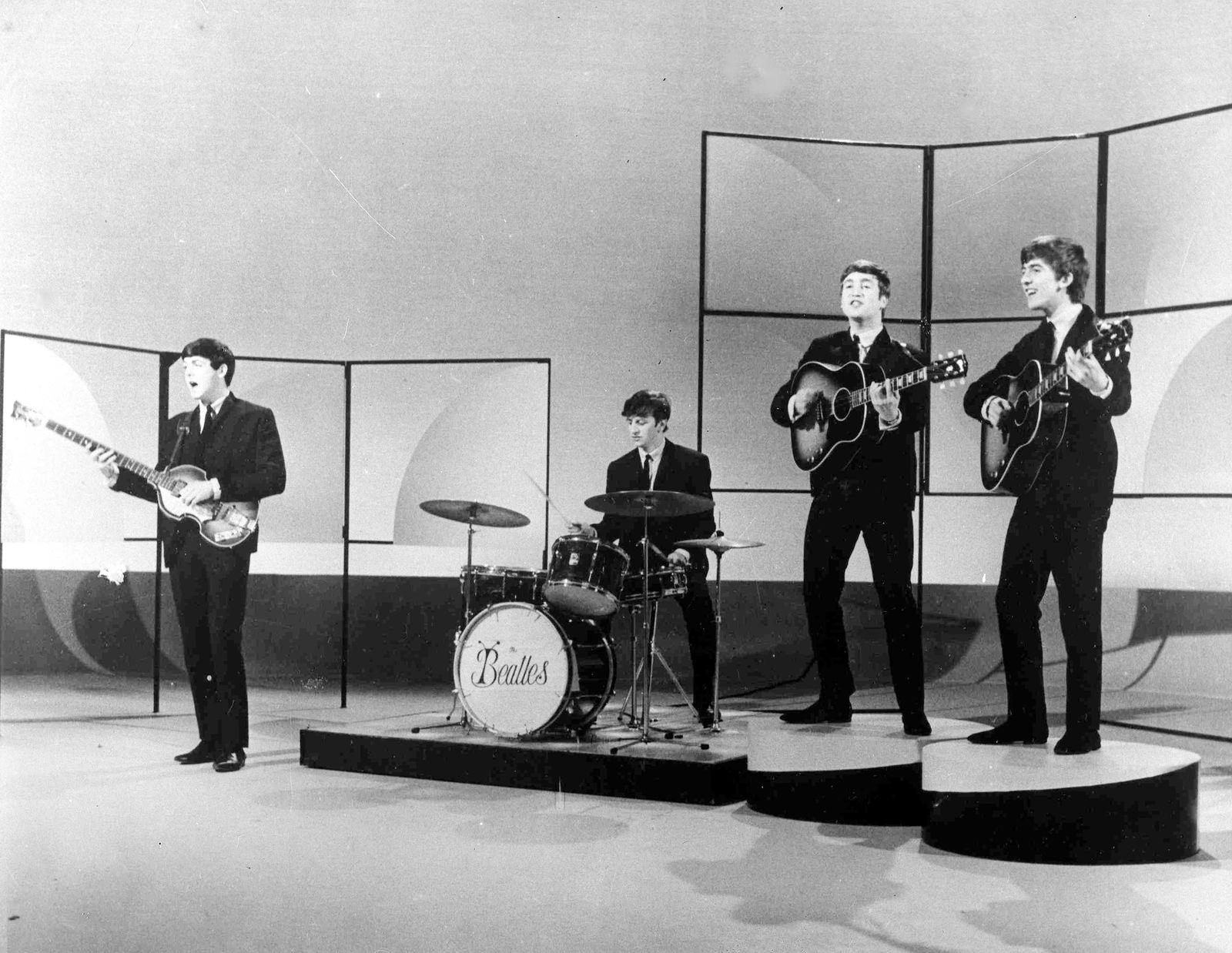 Elvis Presley - England The Beatles