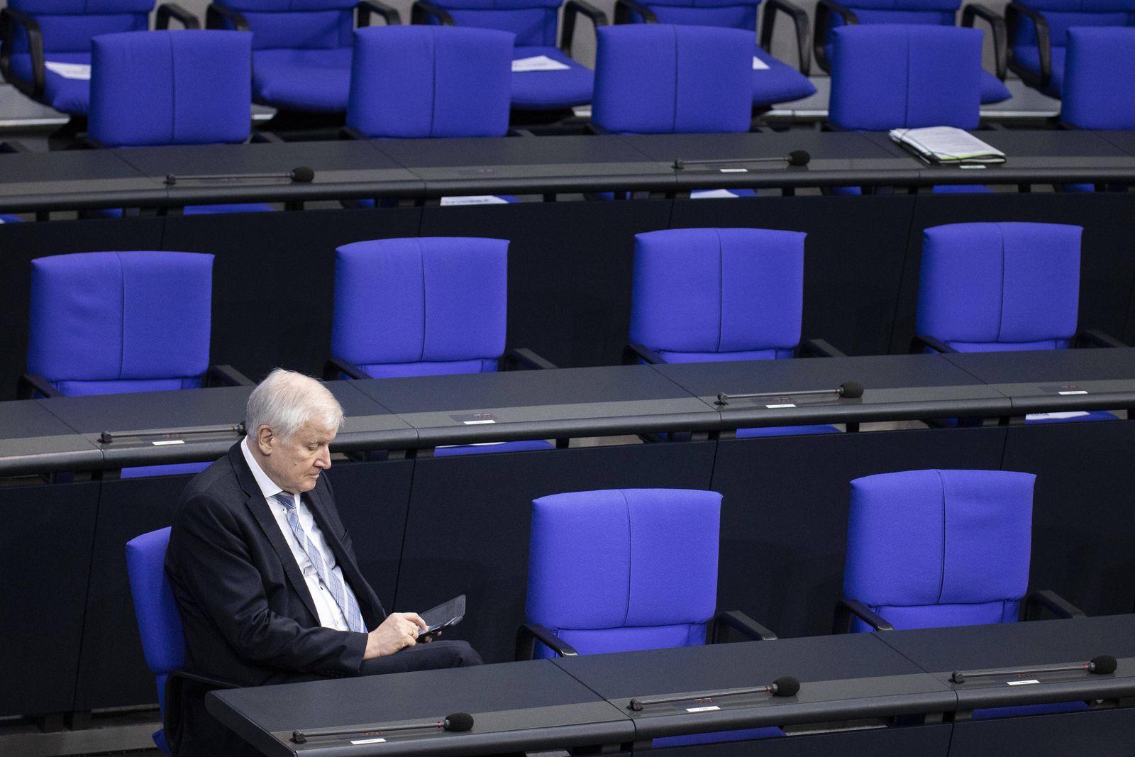 Horst Seehofer, Bundesinnenminister, aufgenommen im Rahmen einer Debatte zur Politik der Bundesregierung in der Corona-