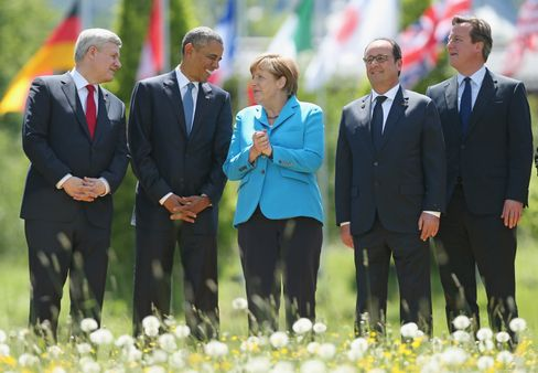 Gruppenfoto (v. l. n. r.): Kanadas Premierminister Stephen Harper, US-Präsident Obama, Kanzlerin Merkel, Frankreichs Präsident François Hollande und Großbritanniens Premier David Cameron in Elmau