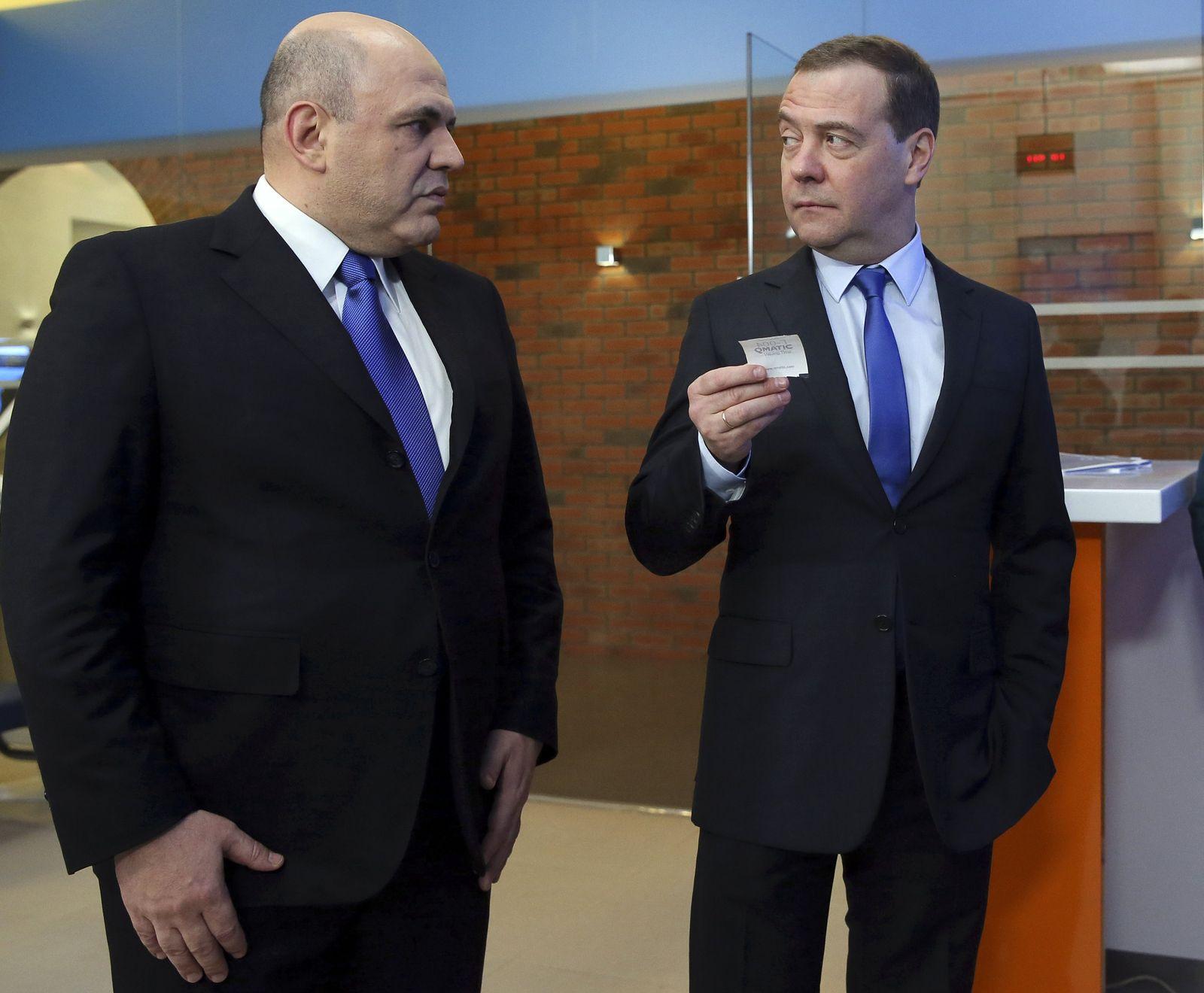 Leiter der russischenSteuerbehörde Mischustin und Premierministe