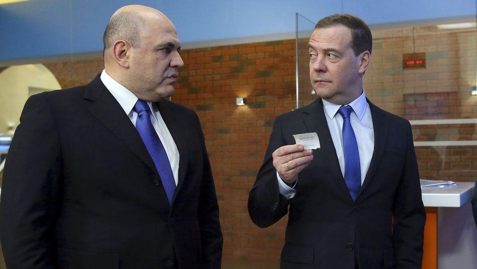 Michail Mischustin (l.) hat Dimitrij Medwedew als russischer Premierminister abgelöst