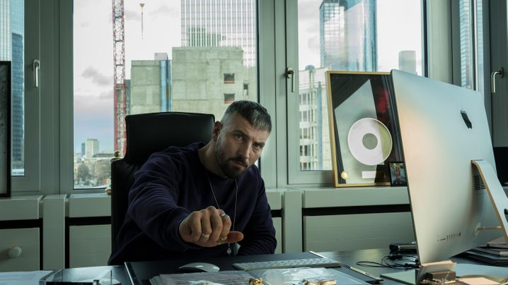 Netflix-Serie: Haftbefehl heißt jetzt Kalifa