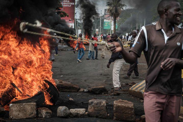 Odinga-Hochburg Kisumu, Straßenschachten am 11. Oktober