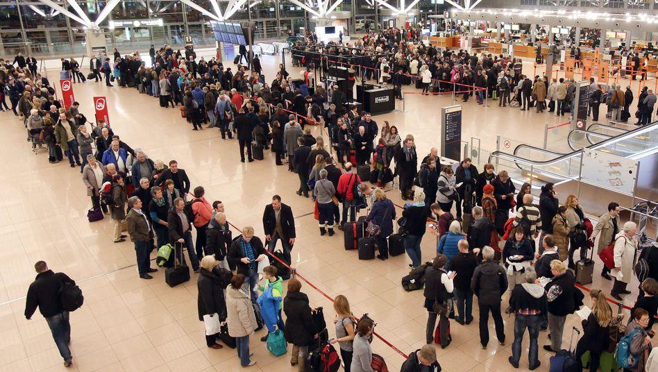 Warteschlangen am Hamburger Flughafen