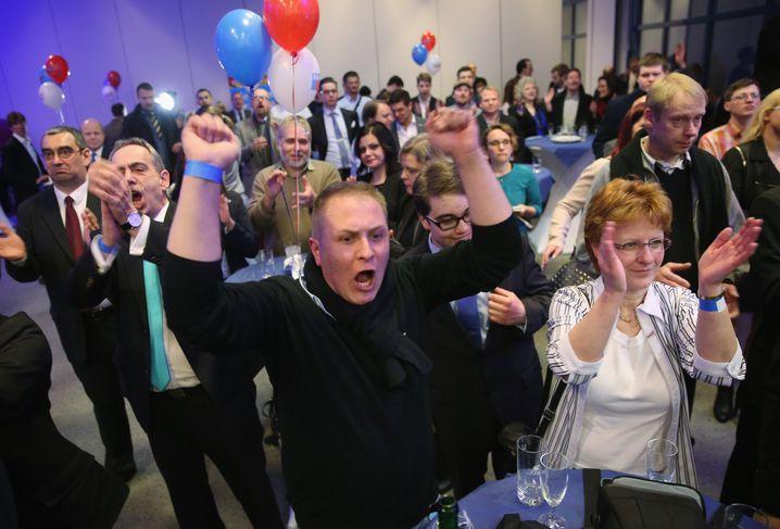 Afd-Anhänger feiern das Wahlergebnis in Magdeburg, Sachsen-Anhalt