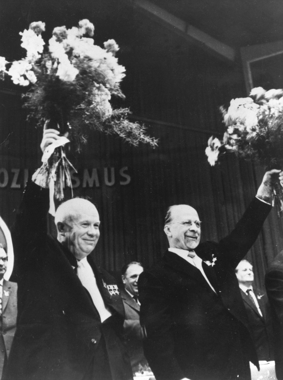 VI. Parteitag der SED, Walter Ulbricht und sein Gast, der Ministerpräsident der UdSSR, Nikita Chruschtschow