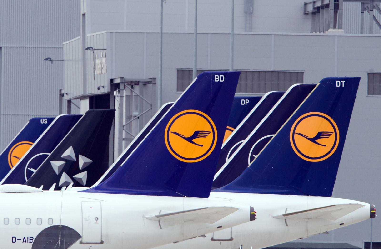 Kunden warten auf Ticketerstattungen der Lufthansa