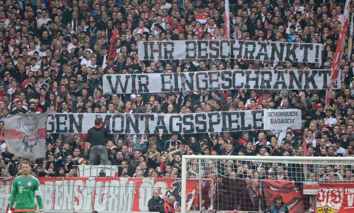 Fans des VfB Stuttgart protestieren gegen Montagsspiele (Archivbild)