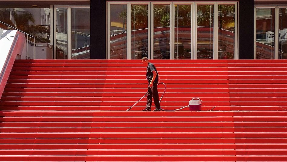 Treppe vor Festivalpalais Cannes:Nur ein paar Hundert Kilometer von der Lombardei entfernt