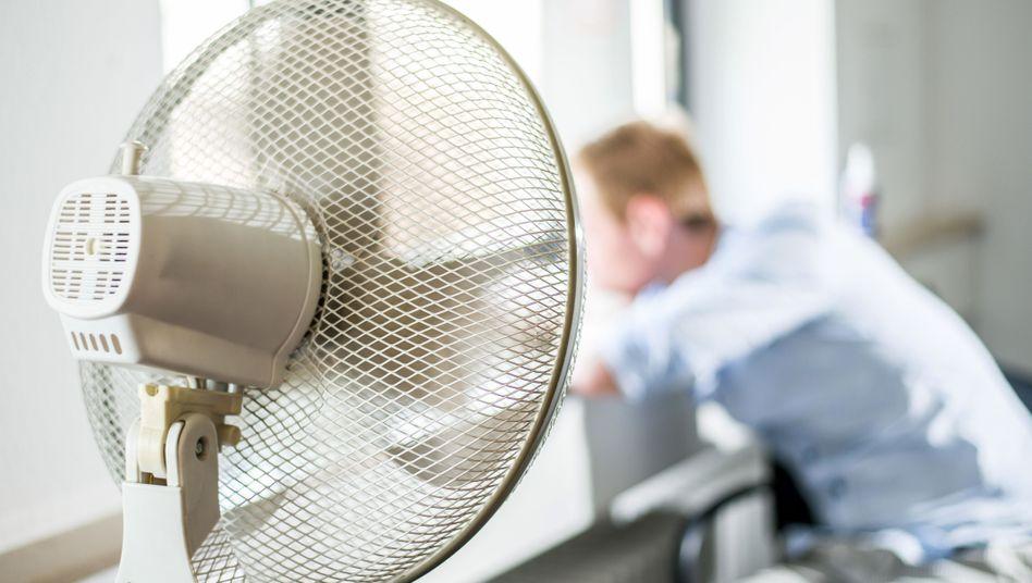 Arbeitnehmer am Ventilator