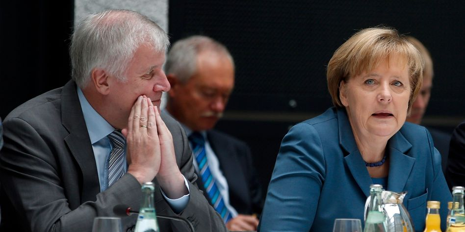 German Chancellor Angela Merkel (right) of the CDU and CSU boss Horst Seehofer: The conservative parties lack unity on EU policy.
