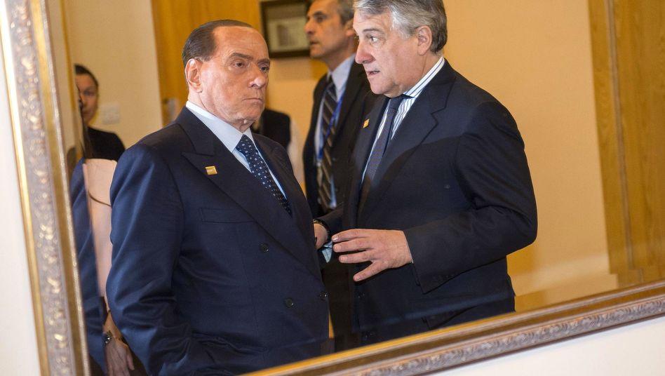 Italiens Ex-Premier Silvio Berlusconi (l) und EU-Parlamentspräsident Antonio Tajani (Archivbild)
