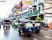 Motorräder heißen in Thailand Tuktuk: als Taxi billig, schnell, halsbrecherisch