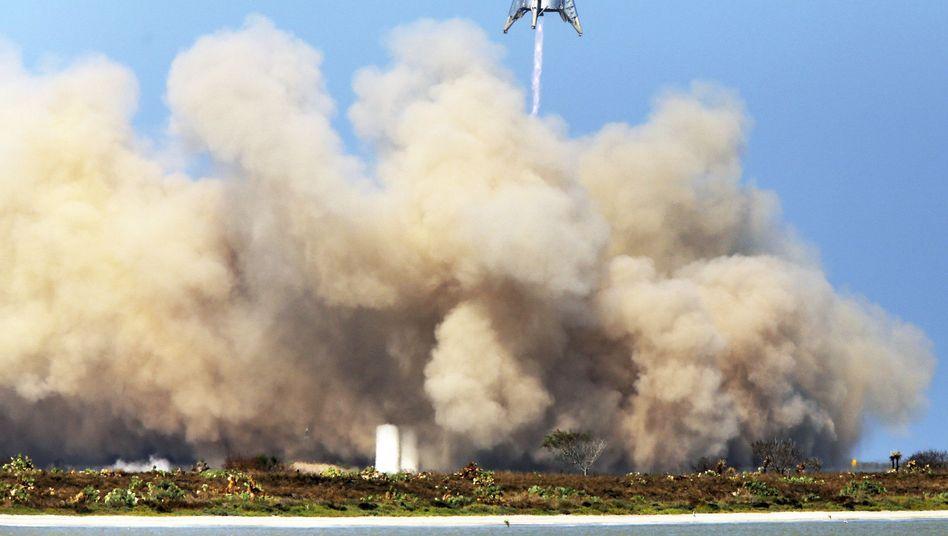 """Start der """"Starhopper"""": Flug in 150 Meter Höhe und sichere Landung"""
