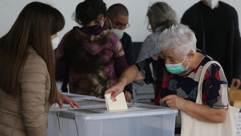 Verfassungskonvent in Chile: Bereits im Oktober vergangenen Jahres hatten die Chilenen mit großer Mehrheit für die Erstellung einer neuen Verfassung gestimmt