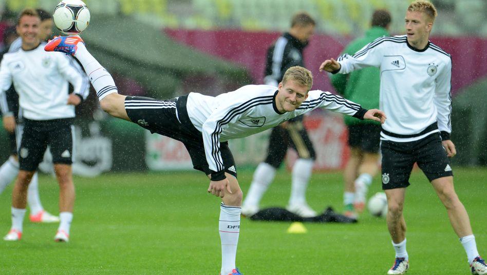 Offensivkräfte Schürrle (l.) und Reus (r.): Womöglich in der DFB-Startelf gegen Griechenland