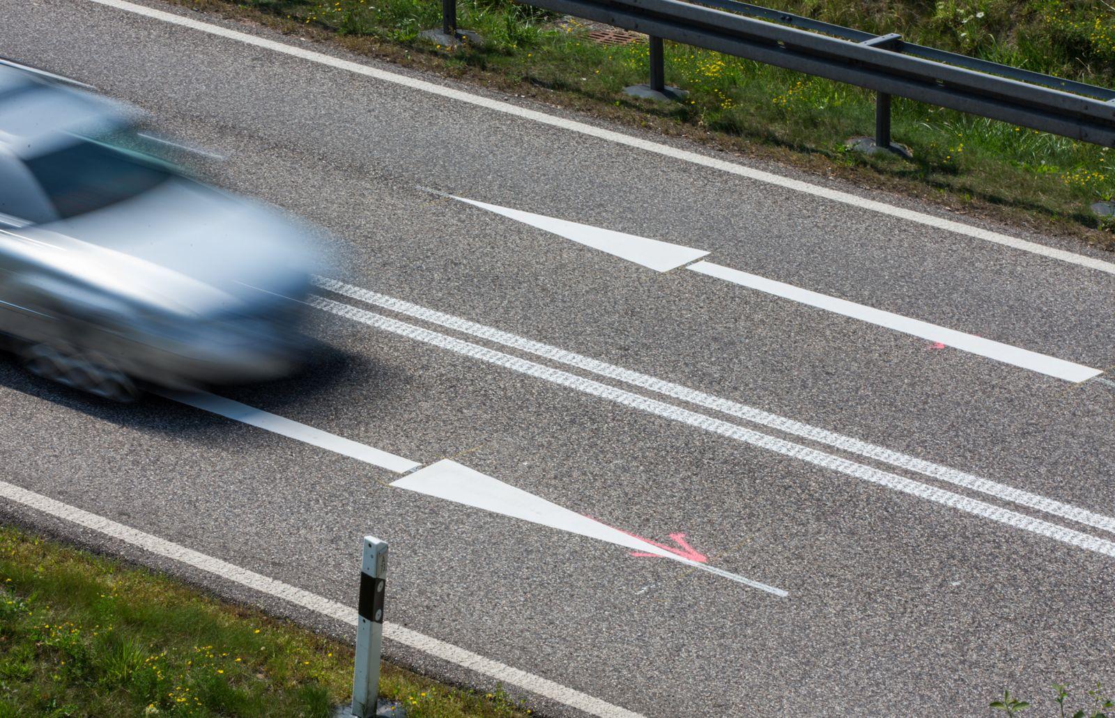 Symbolbild - Verkehr auf der Autobahn