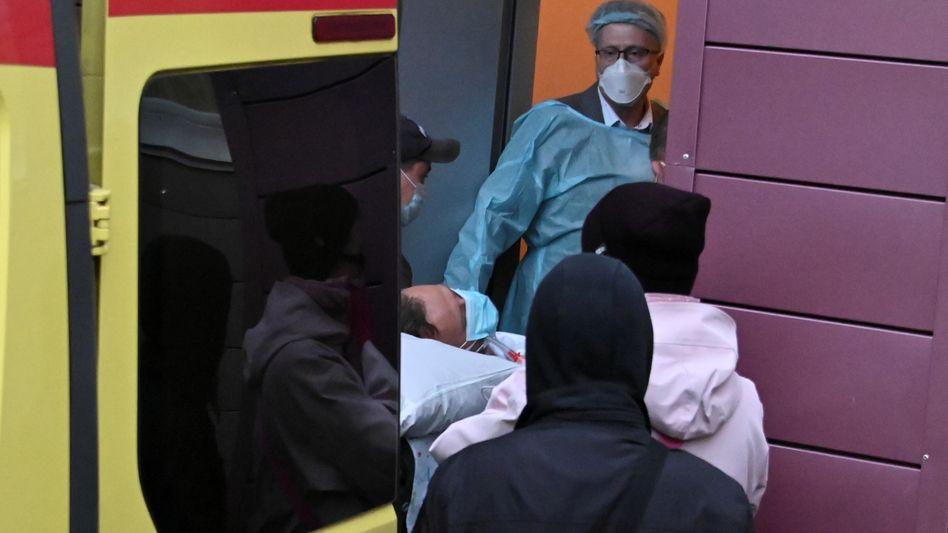 Krankentransport für den schwer erkrankten Nawalny in Omsk
