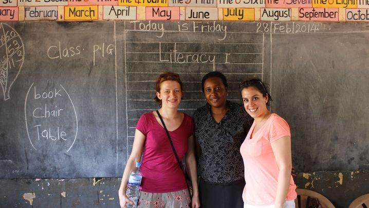 Schule in Uganda: Plastikflaschen zu Federtaschen
