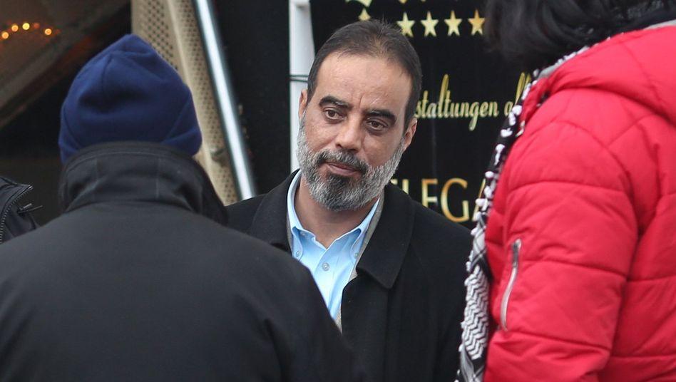 Salafisten-Prediger Abou Nagie: Einkaufen bei Edeka, tanken bei Aral
