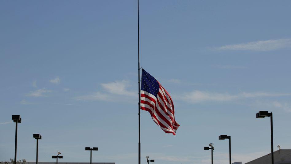 US-Flagge in El Paso auf halbmast: Ermittler behandeln den Anschlag als inländischen Terrorismus