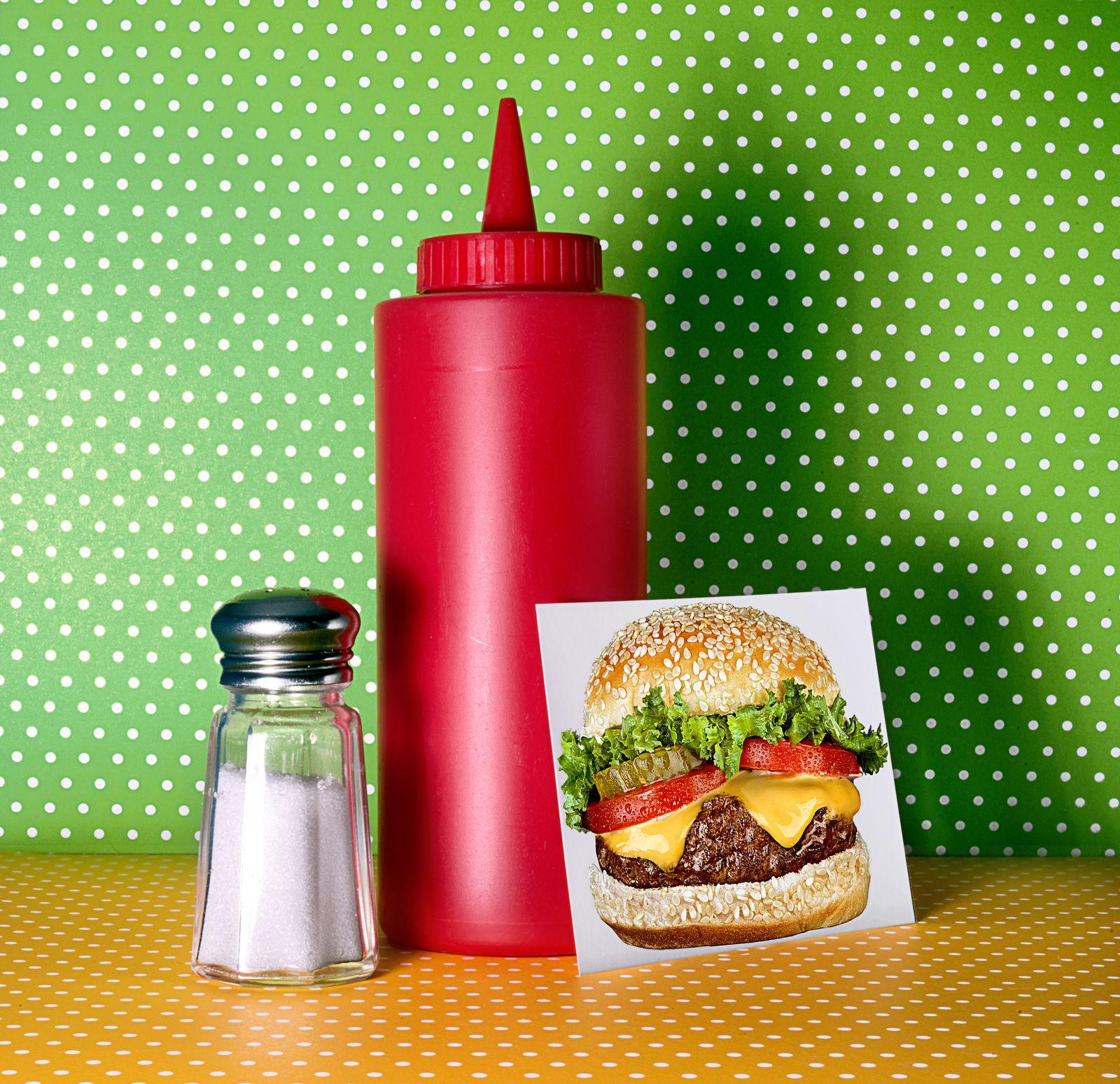 EINMALIGE VERWENDUNG Burger/ Ketchupflasche
