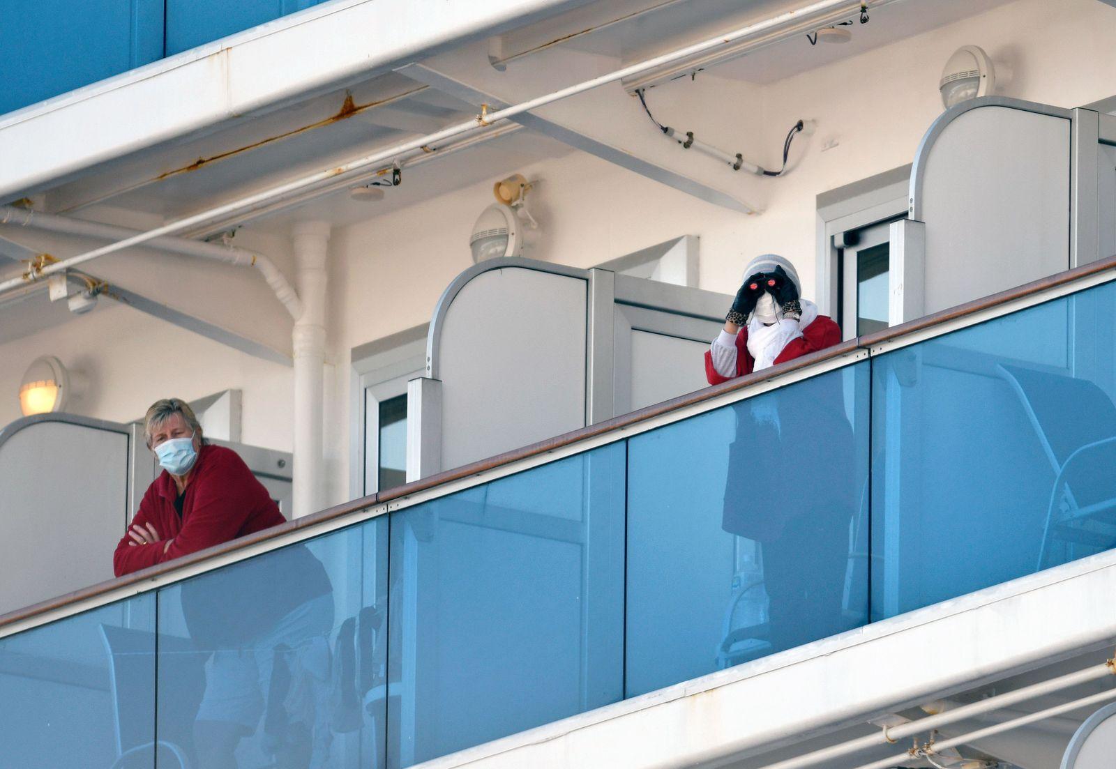 Cruise ship passengers infected with novel coronavirus in Japan, Yokohama - 11 Feb 2020