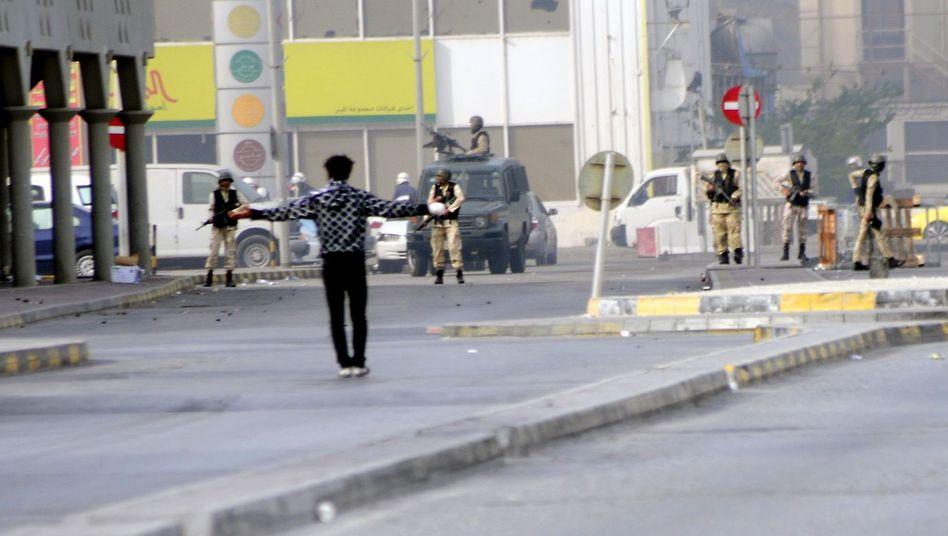 Demonstrant in Bahrain: Die Despoten schlagen mit Macht zurück