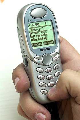Platz 4 (7,38 Punkte): T-Mobile. Im Januar erhöhte T-Mobile die Preise für SMS um satte 138 Prozent - und ruderte bereits am nächsten Tag zurück.
