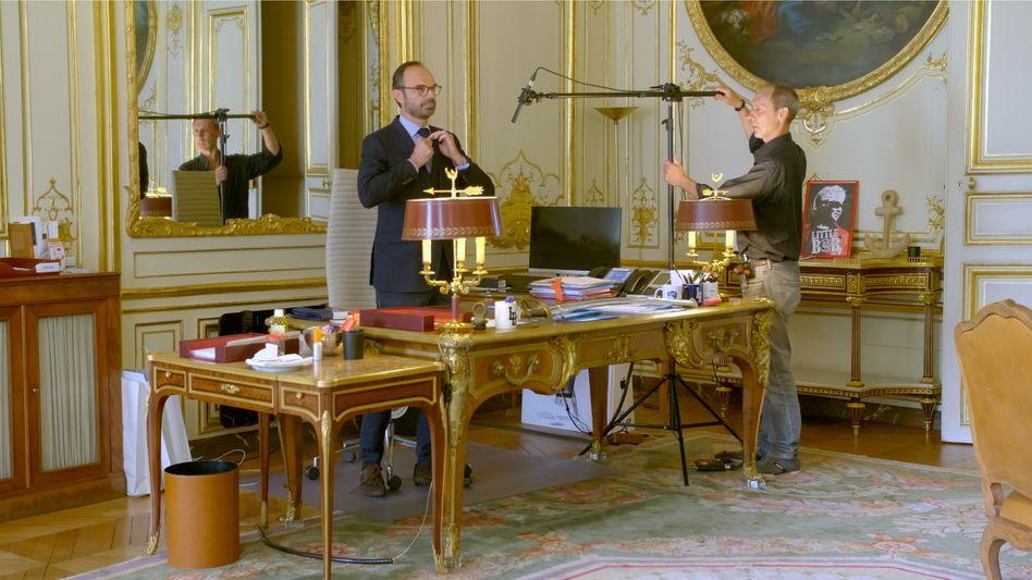 Premier Philippe bei Dreharbeiten in seinem Büro: »Ich komme nicht mehr so viel zum Nachdenken«