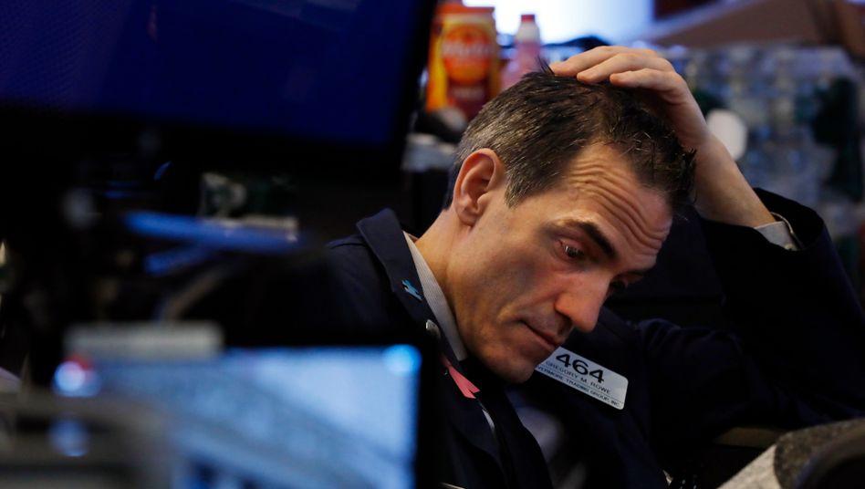 Trader an der New Yorker Wall Street (Archivfoto): Fast sieben Prozent ins Minus