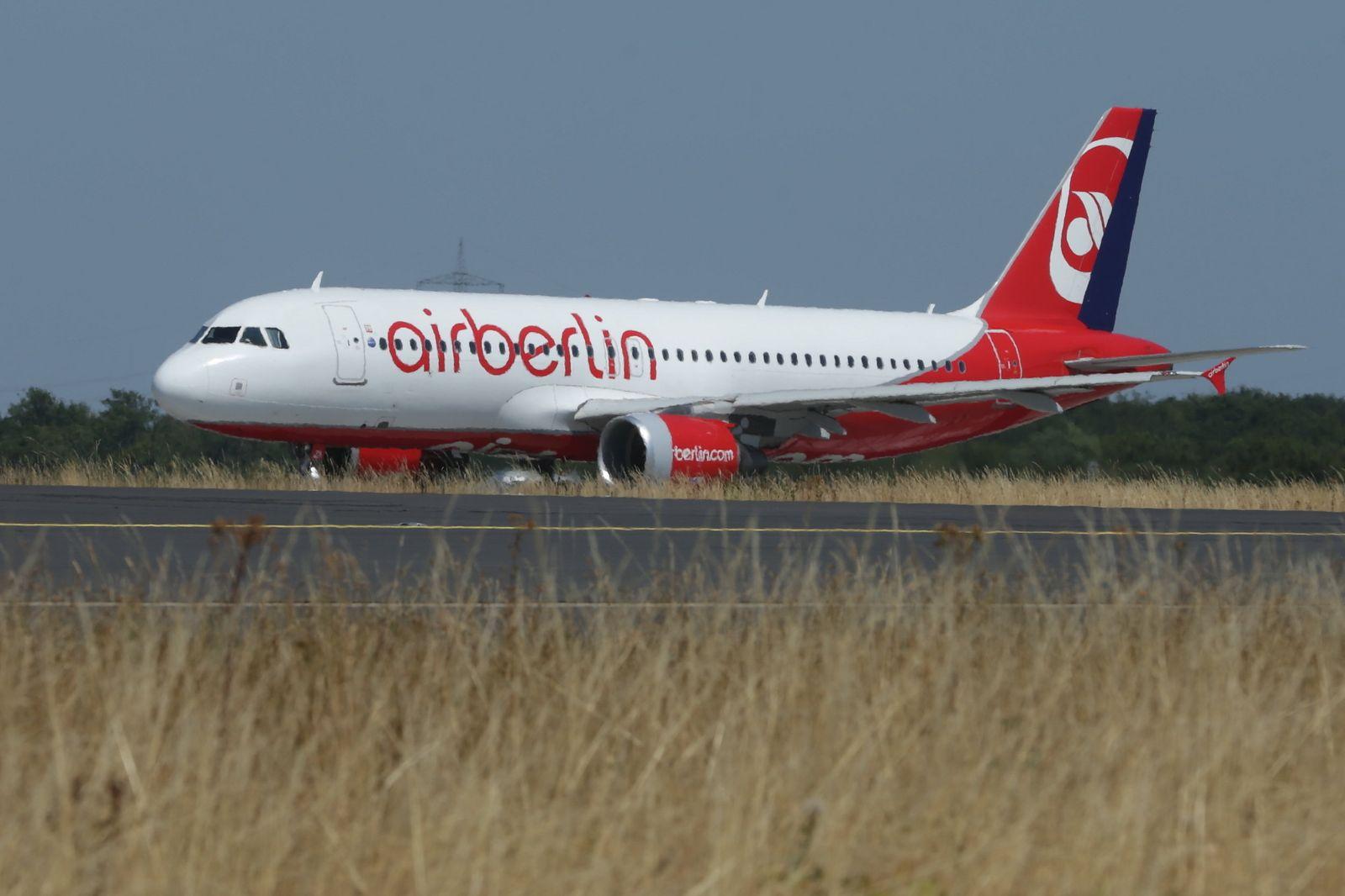 Flugzeug in Air Berlin Livery started in Düsseldorf