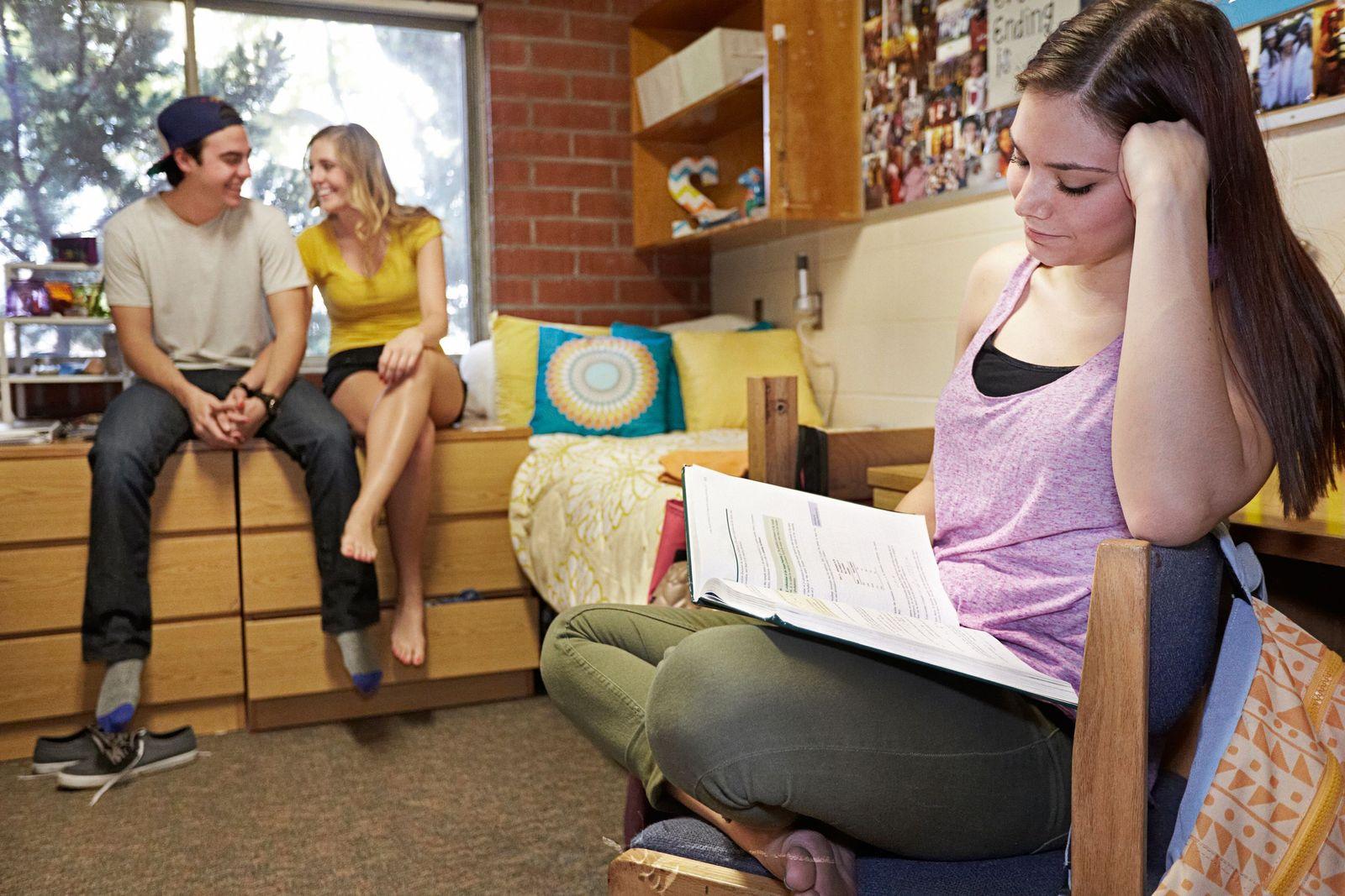 EINMALIGE VERWENDUNG Studenten SYMBOLFOTO