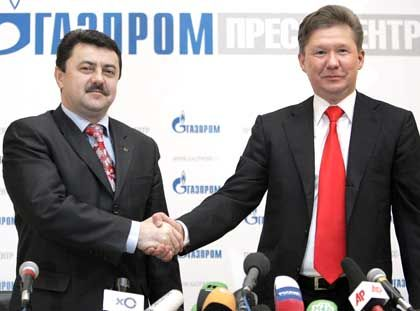 Chairman of the Russian natural gas monopoly gaint Gazprom Management Committee Alexey Miller (R) shakes hands with Alexey Ivchenkofrom Ukraine's Naftogaz.