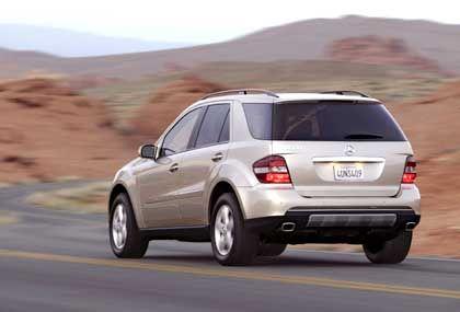 Mercedes-Benz M-Klasse: Gewölbtes Heck mit hochangesetzten Stoßfängern