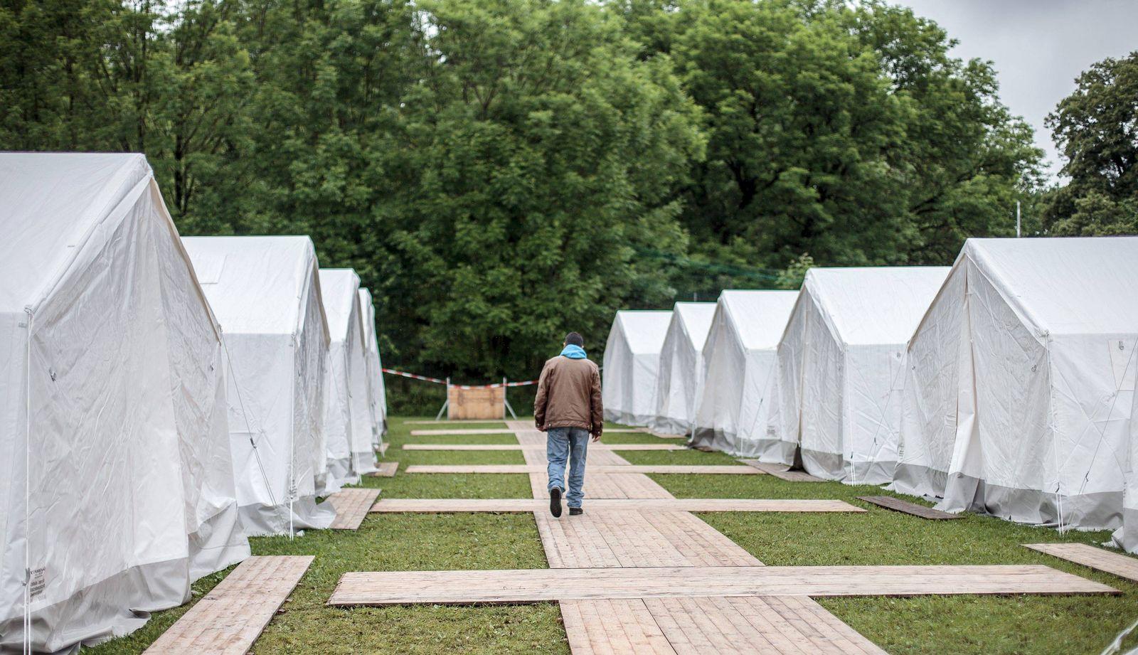 EINMALIGE VERWENDUNG Österreich/ Flüchtlinge
