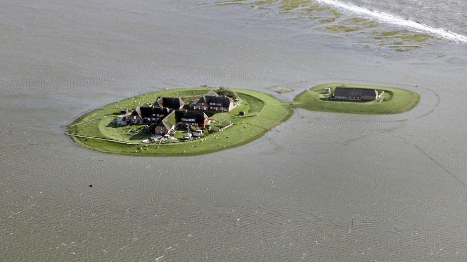 Hallig Gröde bei Hochwasser: Wie lässt sich das Meer im Zaum halten?