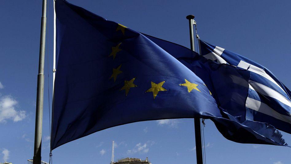 Flaggen in Athen: Verfahrener Streit zwischen Euro-Partnern