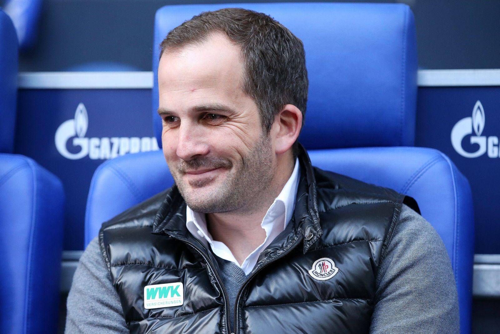 xuhx, Gelsenkirchen, Veltins Arena, 12.03.17, 1.Bundesliga - 24.Spieltag: FC Schalke 04 - FC Augsburg Bild: Trainer Man